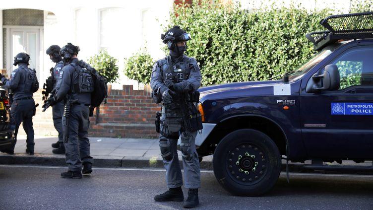 Des policiers britanniques à proximité de la station de métro de Parsons Green, le 15 septembre 2017 à Londres (Royaume-Uni). (KEVIN COOMBS / X00066)