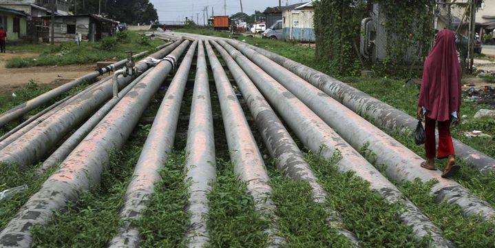 Des milliers de pipelines parcourent la région du delta du Niger, comme ici à Port Harcourt. Les «Vengeurs du Delta du Niger» multiplient leurs attaques contre ces infrastructures et réclament une répartition équitable de la manne pétrolière.  (Photo Reuters/Akintunde Akinleye)