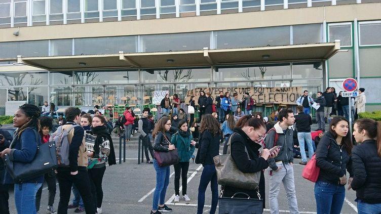 L'université de Nanterre (Hauts-de-Seine) est bloquée le 16 avril 2018. (RADIO FRANCE / ANTOINE JEUFFIN)