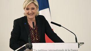 La président du Front national, Marine Le Pen, lors d'un discours à Paris, le 23 février 2017. (BERTRAND GUAY / AFP)