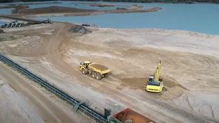 Deuxième source naturelle la plus utilisée au monde, le sable fait vivre toute une région en Allemagne, mais avec un coût écologique certain. (FRANCE 2)