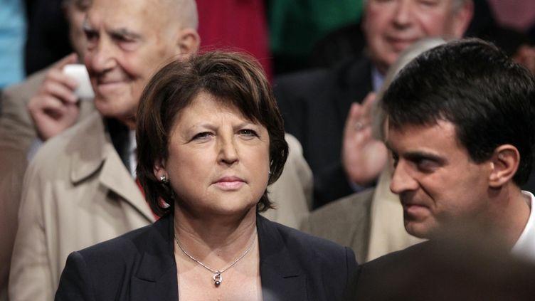 Martine Aubry et Manuel Valls lors d'une convention du Parti socialiste à Paris, le 22 octobre 2011. (JOEL SAGET / AFP)