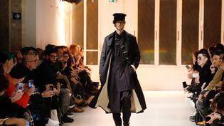 Défilé automne-hiver 2020-21 du créateur japonaisYohji Yamamotolors de la Fashion Week masculine, le 16 janvier 2020 à Paris. (FRANCOIS GUILLOT / AFP)