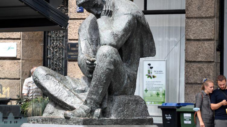 Statue de Nikola Tesla dans le contre de Zagreb (Croatie). Photo d'illustration. (DENIS LOVROVIC / AFP)