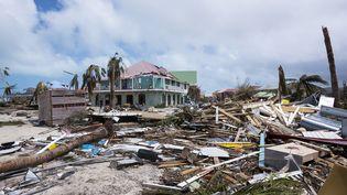 Une photographie des dégâts sur la Baie-Orientale de l'île de Saint-Martin, jeudi 7 septembre 2017. (LIONEL CHAMOISEAU / AFP)