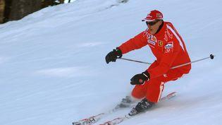 Michael Schumacher skie le 15 janvier 2006 àMadonna di Campiglio (Italie). (GILLES LEVENT / AFP)