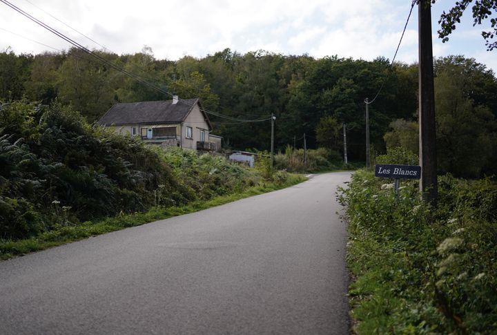Le hameau des Blancs, sur la commune de Saint-Agnan (Nièvre), fait partie de la zone très mal desservie par les opérateurs mobiles. (PIERRE-LOUIS CARON / FRANCEINFO)