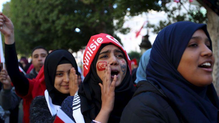 Des Tunisiennes, lors du cinquième anniversaire de la révolution sur l'avenue Bourguiba à Tunis, le 14 janvier 2016. (REUTERS/Zoubeir Souissi)