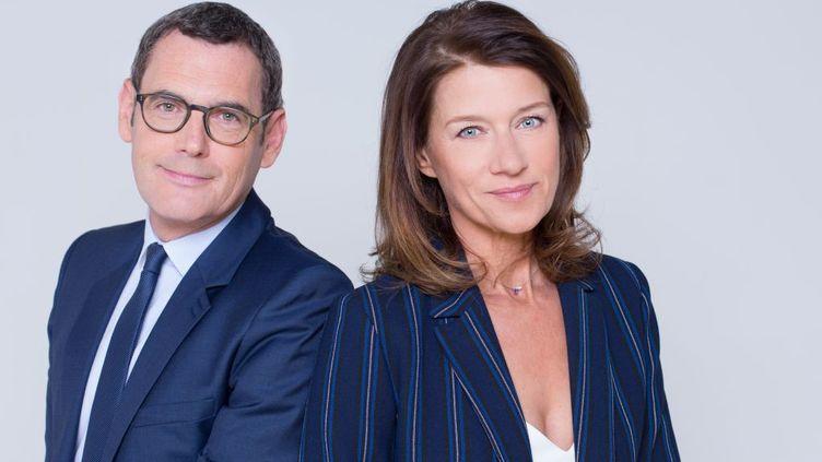 Francis Letellier etCarole Gaesslerprésentent la soirée spéciale de France 3 au soir des élections régionales et départementales, le 20 juin 2021. (DELPHINE GHOSAROSSIAN / FRANCE TELEVISIONS)