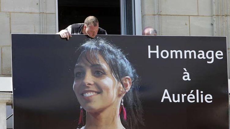 (Hommage à Aurélie Châtelain en avril devant la mairie de Caudry © Michel Spingler/AP/SIPA)
