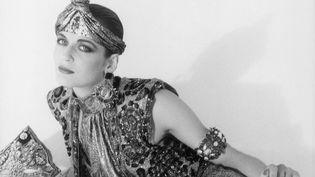 """L'ouvrage """"Les chapeaux de Madame Paulette"""" par Annie Schneider (La Bibliothèque des Arts. 35 euros) retrace la personnalité hors du commun, l'allure, l'humour, la créativité et le don de l'élégance absolue de Paulette qui ont fortement compté dans l'univers de la mode et influencent encore les créateurs aujourd'hui.  (DR)"""