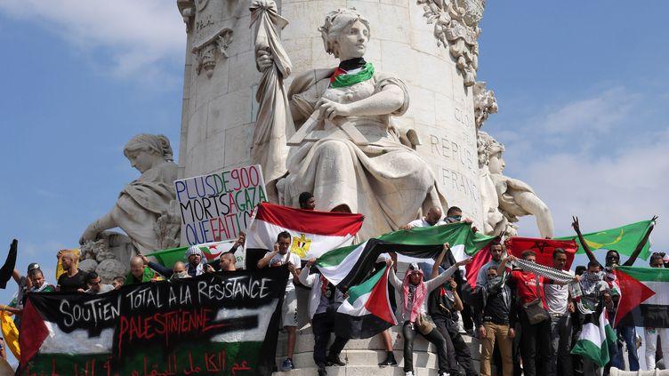 Des pro-palestiniens rassemblés à Paris, samedi 26 juillet 2014, pour une manifestation interdite par les autorités. (MUSTAFA YALCIN / ANADOLU AGENCY / AFP)