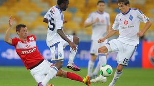 La dernière rencontre entre le Dynamo Kiev (en blanc), et le Spartak Moscou (en rouge) remonte au 7 juillet 2013, lors d'un tournoi estival organisé à Kiev (Ukraine). (ALEXANDER NESTEROV / RIA NOVOSTI / AFP)