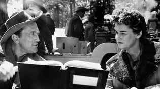 """Kirk Douglas avec Diana Douglas en 1955 pendant le tournage de""""The Indian Fighter"""".  (AP/SIPA  )"""