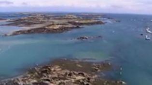 Aux îles Chausey, dans la Manche, une plainte a été déposée contre X pour pollution, une pollution d'origine humaine. Une enquête a été ouverte. (FRANCE 3)