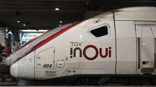 Un train en gare de Paris-Montparnasse, le 13 septembre 2020. (ESTELLE RUIZ / HANS LUCAS / AFP)