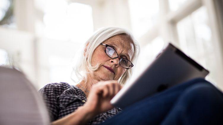 Pour sauver le système des retraites complémentaires dans le privé, les organisations patronales proposent notamment un gel des pensions en2016, 2017 et 2018. (MOMO PRODUCTIONS / STONE SUB / GETTY IMAGES)