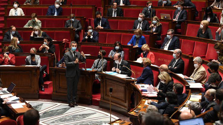 Séance de questions au gouvernement à l'Assemblée nationale le 25 mai 2021, avec une jauge de 50% de députés présents (ALAIN JOCARD / AFP)