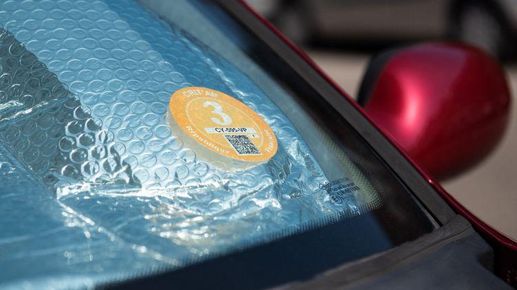 A Paris, seuls les véhicules avec des vignettes en dessous de 3 peuvent circuler jeudi 25 juillet. (DAVID BETZINGER / HANS LUCAS / AFP)