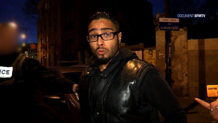 Jawad Bendouad filmé par BFMTV, à Saint-Denis (Seine-Saint-Denis), le 18 novembre 2015. (BFMTV / AFP)