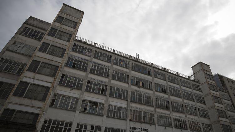 L'imposante façade blanche décrépite de la Cité de la Jarry à Vincennes abritait le plus grand squat artistique d'Ile-de-France.  (Joel Saget / AFP)