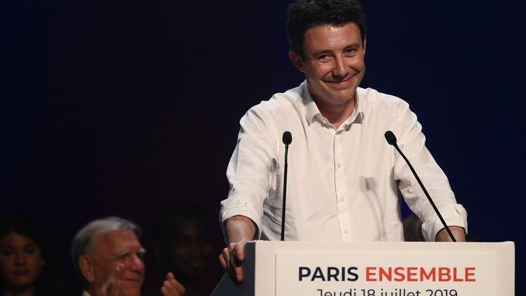 Benjamin Griveaux lors de son premier meeting en vue des municipales de 2020 à Paris, le 18 juillet 2019. (PHILIPPE LOPEZ / AFP)