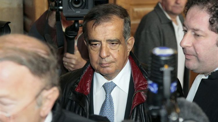 Le général d'armée Germanos (5 étoiles) arrive accompagné de ses avocats au tribunal correctionnel de Paris