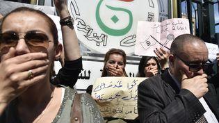 Manifestation des employés de la télévision d'Etat contre la censure à Alger, le 15 avril 2019 (RYAD KRAMDI / AFP)