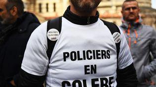 """Un policier lors d'une manifestation des """"policiers en colère"""" à Marseille, le 9 janvier 2018. (ANNE-CHRISTINE POUJOULAT / AFP)"""