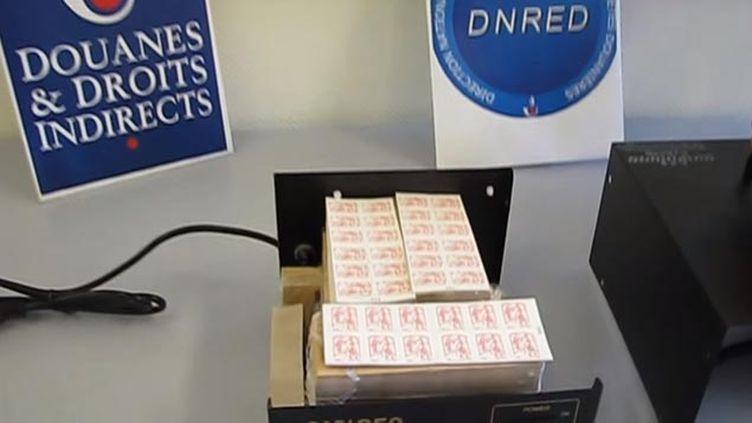 (81.600 timbres contrefaits saisis à Lyon © Douane française)