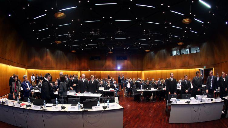 Le premier procès de Volkswagen s'est ouvert lundi 10 septembre, en Allemagne, devant le tribunal régional de Brunswick (Basse-Saxe). (RONNY HARTMANN / AFP)