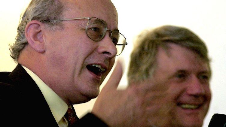 LordJohn Olav Kerr, ancien diplomate du Foreign Office, rédacteur de l'article 50 du Traité de Lisbonne, à Singapour en juillet 2000. (ROSLAN RAHMAN / AFP)
