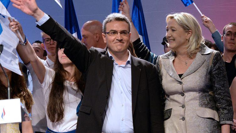 Aymeric Chauprade avec Marine le Pen, pendant un meeting du Front national, le 18 mai 2014, à Paris. (PIERRE ANDRIEU / AFP)