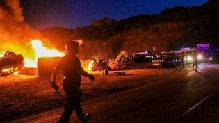 Des voitures incendiéesà Sisco, en Haute-Corse, le 13 août 2016. (MAXPPP)