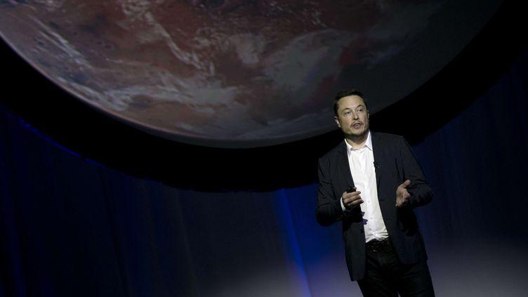 Elon Musk, lors du 67e Congrès international d'astraunotique, à Guadalajara au Mexique, le 27 septembre 2017. Le patron de SpaceX a annoncé pouvoir envoyer les premiers humains coloniser la planète Mars, dès 2024. (REFUGIO RUIZ / SIPA / AP)