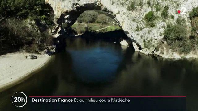 Découverte : une plongée enchantée dans les eaux limpides des gorges de l'Ardèche