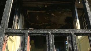 La communauté d'Emmaüs historique du Plessis-Trévise (Val-de-Marne) touchée par un violent incendie. L'entrepôt où étaient stockés les produits vendus par les compagnons a été complètement détruit. (France 3)