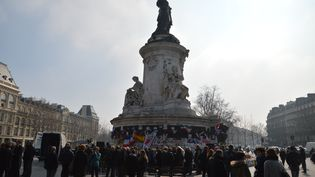 L'hommage aux victimes françaises tuées au musée du Bardo le 18 mars 2015, place de la République, à Paris, le 18 mars 2016. (CITIZENSIDE/ALPHA CIT / CITIZENSIDE)