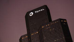 Les bureaux de Total àLa Défense, quartier des affaires près deParis, le 22 octobre 2018. (ALAIN JOCARD / AFP)