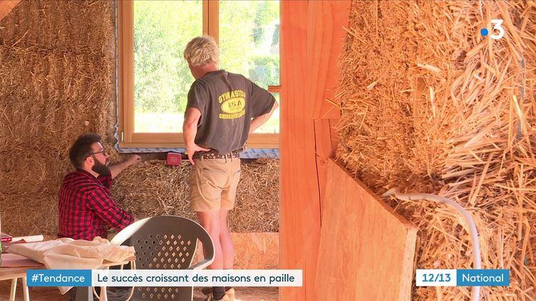 Logement : l'engouement des Français pour les maisons en paille (FRANCE 3)