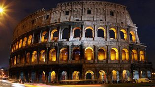 Vue nocturne du Colisée à Rome  (AFP/ALBERTO PIZZOLI)