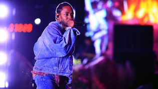 Le rappeur Kendrick Lamar sur la scène du festival Coachella, en Californie (Etats-Unis), le 13 avril 2018. (CHRISTOPHER POLK / GETTY IMAGES NORTH AMERICA / AFP)