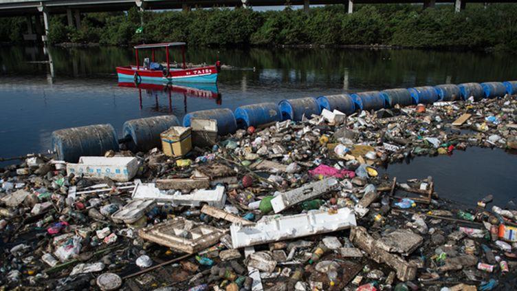 Les eaux de Rio sont archi-polluées.  (YASUYOSHI CHIBA / AFP FILES)