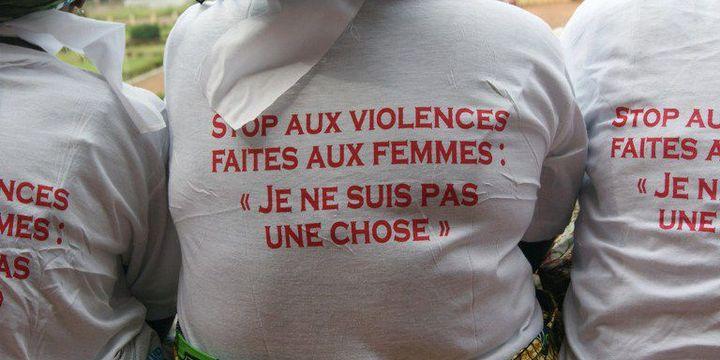 «Je ne suis pas une chose». Des femmes centrafricaines manifestent le 25 Novembre 2015 à Bangui contre les violences faites aux femmes. (Photo AFP/Pacome Pabandji)
