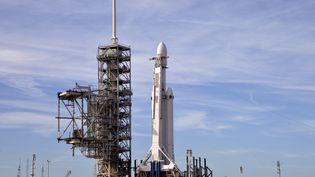 La puissante fuséeFalcon Heavyde SpaceX au Centre spatial Kennedy à Cap Canaveral (Floride), le 5 février 2018, un jour avant son lancement, le 6 février.  (JULIAN LEEK/CROWDSPARK)