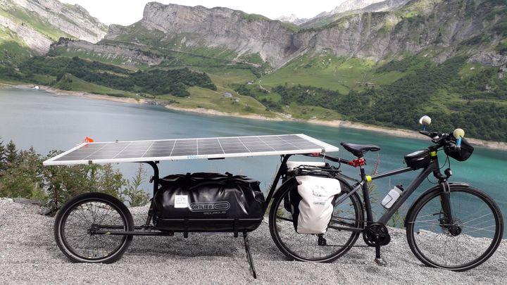 Christophe Dugué a assemblé lui-même les pièces qui composent sonvélo solaire (©Christophe Dugué)