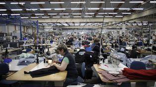 Une usine textile de la marque Saint-James, le 22 novembre 2012. (CHARLY TRIBALLEAU / AFP)