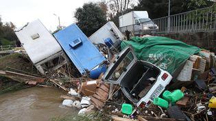 Dans le quartier Saint-Pons, à Grimaud (Var), la Giscle a emporté des véhicules, vendredi 28 novembre. (  MAXPPP)