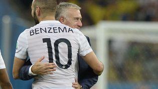 Didier Deschamps et Karim Benzema lors de la Coupe du monde 2014 au Brésil. (FRANCK FIFE / AFP)