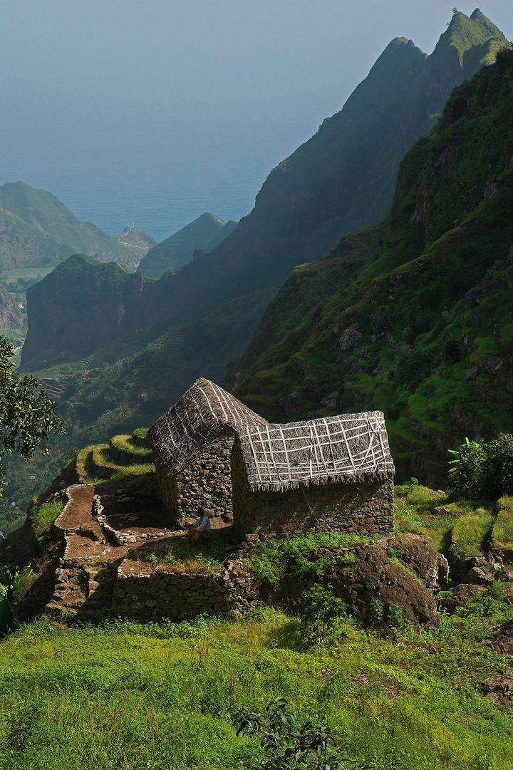 Au Cap-Vert, la sublime vallée de Paul et ses maisons traditionnelles se découvrent en randonnant. (GUILLAUME SOULARUE / ONLY WORLD / Only France)
